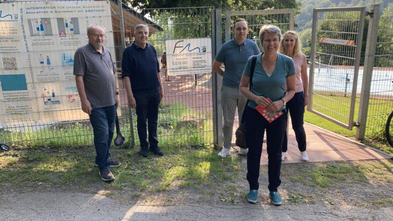 Petra Broistedt besucht das Freibad in Nikolausberg